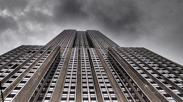 Dlaczego warto wybrać metodę osuszanie budynków, jaką jest izolacja pozioma?
